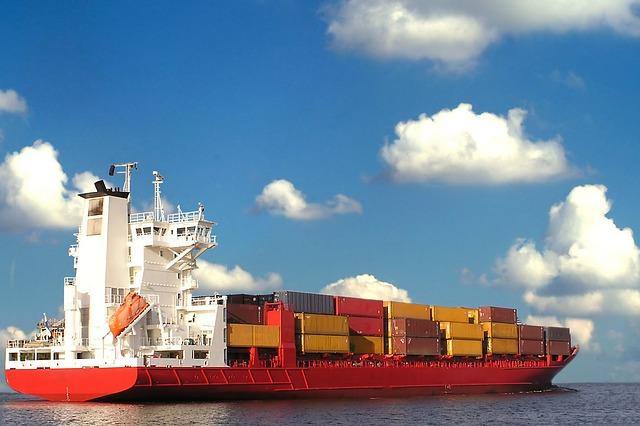 nákladní kontejnery na lodi.jpg