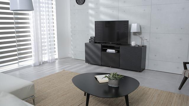 šedý stolek na televizi